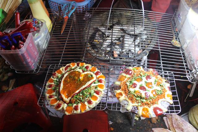 Bánh Tráng Nướng Tại Chợ Đêm Đà Lạt